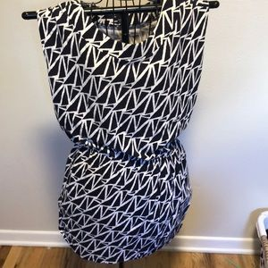 Gap black white pattern mini dress with front flap
